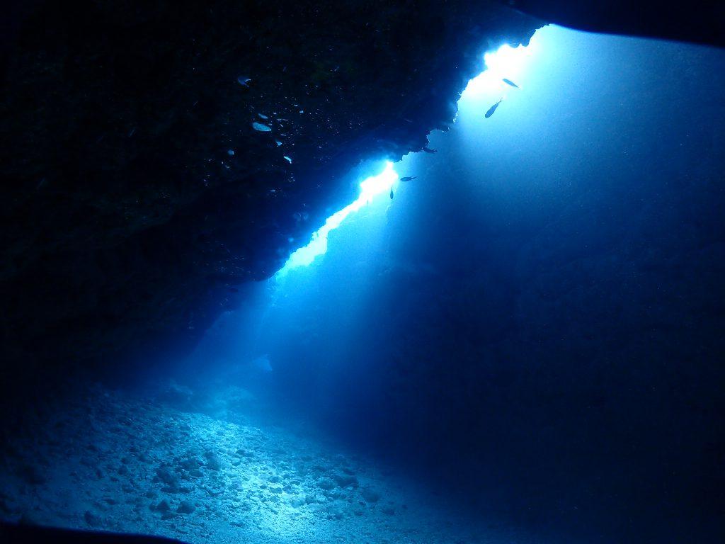 青きトンネル